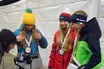 Medailový ceremoniál na 9. zimní olympiádě dětí a mládeže v Karlovarském kraji se konal před hotelem Thermal. Foto: Dominik Hron