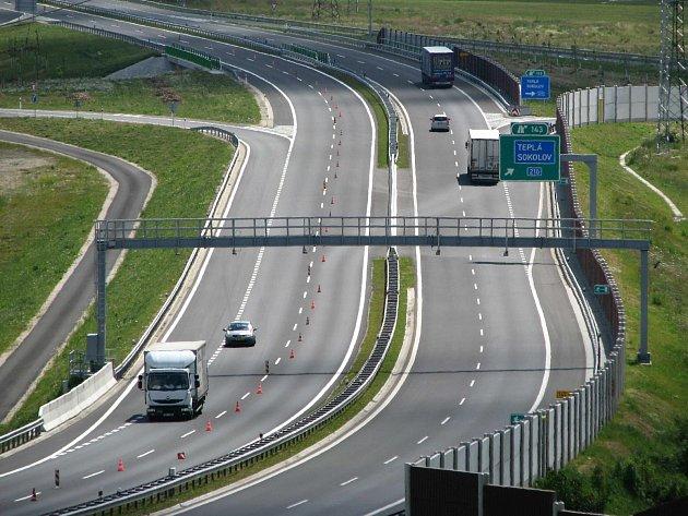 Se stavbou dalších úseků silnice R6 na Prahu se zatím nepočítá.