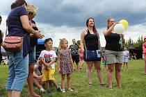 Velice bohatý program nabídl 12. ročník Rock In Roll, který se v sobotu konal v Nové Roli. Zatímco večer patřil dospělákům a rockovým kapelám, odpoledne si to užívaly rodiny s dětmi.