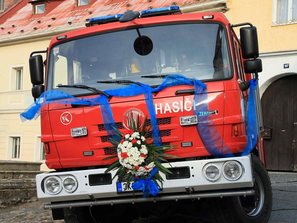 Nová auto dobrovolných hasičů z Bečova.