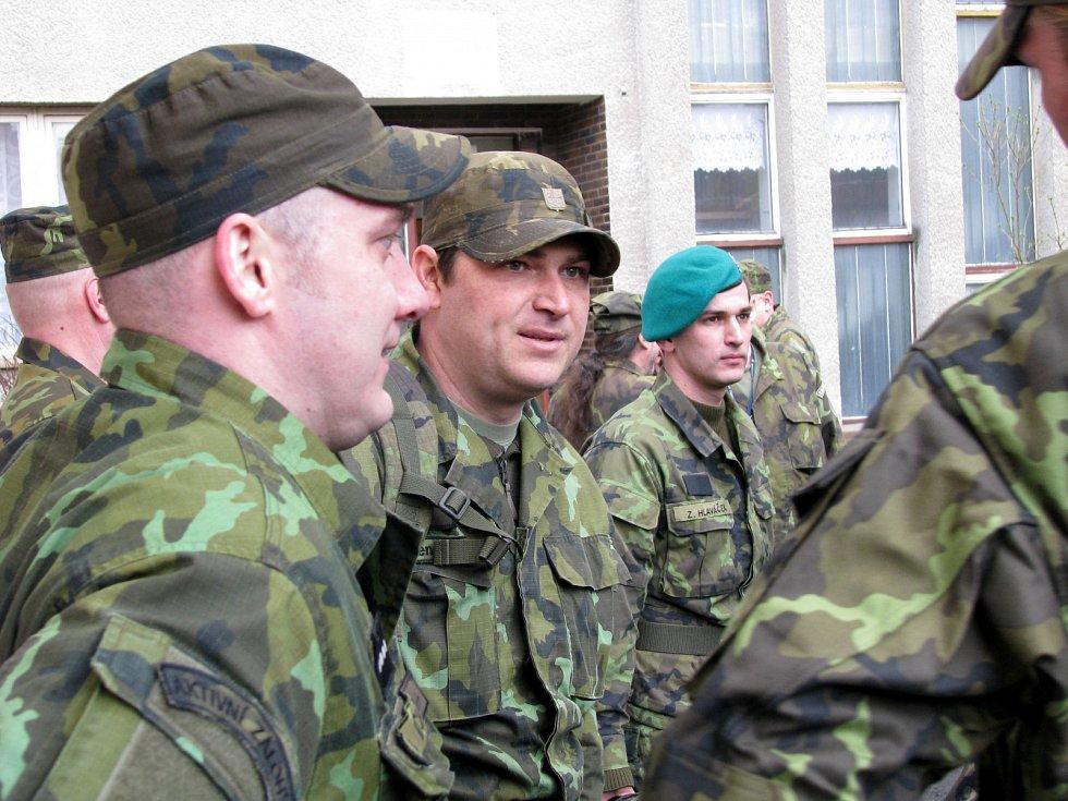 Odjezd aktivních záloh Karlovarského kraje na cvičení Hradba 2016