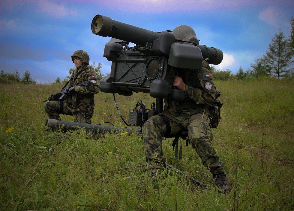 Ve vojenském újezdu Hradiště na Karlovarsku probíhá v těchto dnech mezinárodní cvičení Tobruq Legacy 2017. Cvičí zde více než 500 vojáků ze šesti států NATO. Společně zde nacvičují ochranu vzdušného prostoru před potenciálním protivníkem.