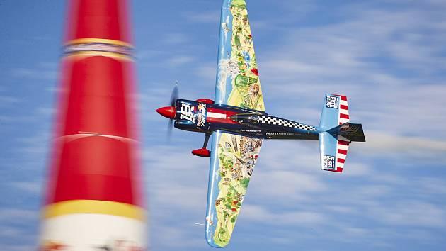 Karlovarský pilot Petr Kopfstein z Team Spielberg skončil v celkovém pořadí Red Bull Air race Masters Class na pátém místě.