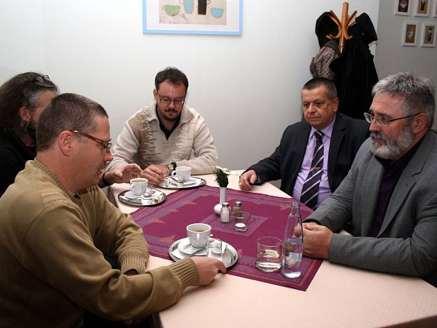 Setkání zástupců komunistické strany a iniciátorů výzvy proti Václavu Sloupovi.