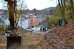 Gabionová zeď, kterou navrhli karlovarští statici, má zajistit velmi nebezpečný svah nad kinem Čas.