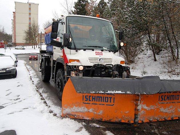 Úklidové firmy byly včera opět ve střehu, protože sněhové přeháňky byly nevyzpytatelné. Situace by se však měla postupně uklidňovat.