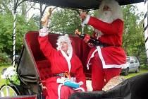 Loni dorazil na Vánoce i Santa Claus