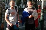 Free Pussy Riot. Demonstrace v parku naproti ruskému konzulátu v Karlových Varech.