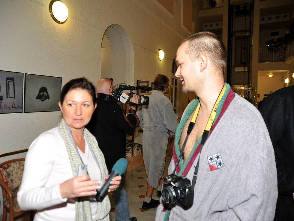 V prostorách galerie Atrium začala slavnostní vernisáží výstava prací umělců ze sdružení Ateliér G4.