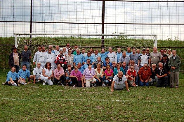 Sedm desítek někdejších fotbalistů a fotbalistek Sokola Hájek se v sobotu sešlo na oslavě padesátin týmu.
