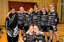 Po dlouhých devíti letech opět naskočily do ligového kolotoče florbalistky karlovarského FB Hurrican Karlovy Vary.