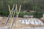 Nový most odlehčí nedalekému houpacímu, hlavně ho budou moci využívat i záchranáři.