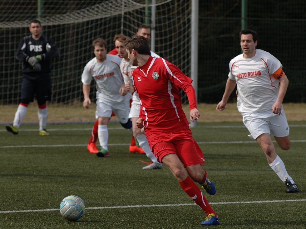 Fotbalisté Rotasu Rotava (v bílém) udolali v domácím prostředí jedenáctku Baníku Union Nové Sedlo.