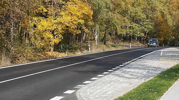 Opravená a vylepšená silnice mezi Bochovem a Toužimí.
