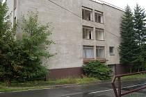 Zmizí. Bývalý Barandov (na snímku) bude do konce roku srovnán se zemí. Demoliční výměr už vlastník, firma RCI–Management, získal. Vznikne zde obytný komplex vysoký 17,5 metru.