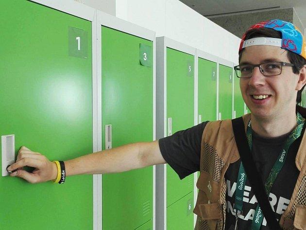 MICHAL SLAVÍK se v mediálním centru v Riu akreditoval jako první novinář a byla mu přidělena pracovní skříňka číslo 1. Vždyť do Brazílie přicestoval několik dní před začátkem samotných her.