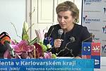 Jana Mračková Vildumetzová na archivních záběrech s prezidentem Milošem Zemanem.