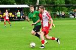 Záložník karlovarské Slavie Pavel Maňák (číslo 11), přispěl dvěma góly k výhře nad Březovou v poměru 5:0.