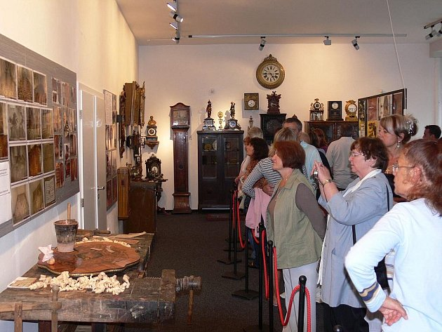 Na zámku Valeč byla začátkem července zahájena výstava věnovaná regionálním řemeslníkům.
