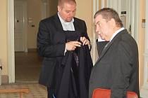 Bývalého místostarostu Mariánských Lázní Petra Horkého (vpravo) opět zadržela policie.