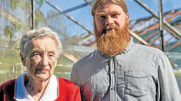 Lukáš Květoň s Jarmilou Weinbergerovou, která přežila holokaust. 9. prosince zemřela ve věku 97 let.