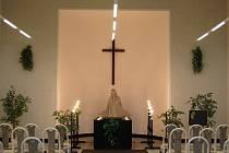 Karlovarákům začala sloužit nová smuteční kaple.