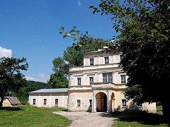 Restituční nárok rodu Czerminů se vztahuje i na zdejší zámek, který nyní využívá Karlovarský kraj.