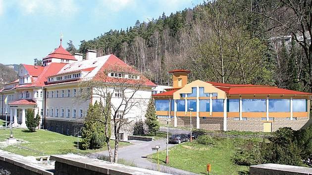 TAKHLE BUDE VYPADAT. Dostavba domu Agricola (objekt vlevo) tak, jak ji navrhl karlovarský architekt Petr Martínek. Vedení Léčebných lázní Jáchymov vybíralo ze tří návrhů.