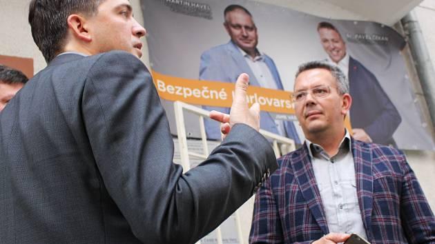Povolební vyjednávání běží naplno. Za ČSSD se jich účastní i Petr Navrátil a Jakub Pánik (zleva).