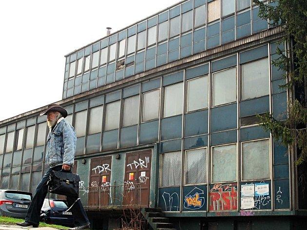 Areál stáčírny a bývalého sídla KMV v Karlových Varech by mohl znovu ožít včetně bývalé solivárny.