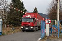 FABRIKA ŽIJE. I když se trolejbusy v areálu ostrovské Škodovky už dlouho nevyrábějí, továrna není opuštěná. A výhledově zřejmě ožije ještě více.