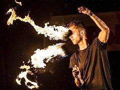 POI ve své nebezpečné ohnivé formě.
