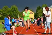 Zahájení atletické sezony v podání Atletiky Ostrov odstartují dnes na stadionu Miroslava Kitzbergera Ostrovské techniky.