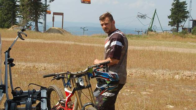 Krušnohorský Klínovec se stává rájem všech bikerů.