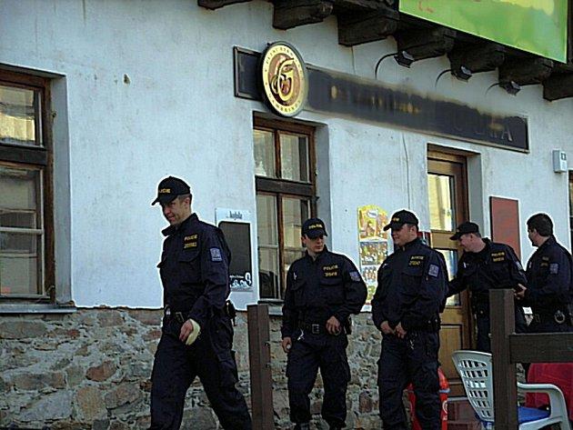 Policejní kontrola restaurace