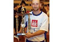 Nejlepším hráčem turnaje byl organizátory vyhlášen novosedelský snajpr Ludvík Gergely (na snímku), který si mohl po skončení turnaje vychutnat nejen individuální ocenění, ale hlavně triumf na sokolovském turnaji.