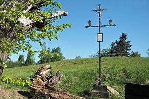 Kovaný železný kříž, nazývaný Hacklův kříž, byl u známé Andělské hory vztyčen v roce 1836.