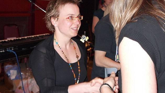 Vítězce hlavní kategorie dospělých Kateřině Liškové, stříbrné z paralympiády 2000 v Sydney, předala medaili šestinásobná mistryně Evropy z let 2001 až 2004 a stříbrná z mistrovství světa 2003 v Barceloně Ilona Hlaváčková.
