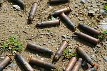 Stovky kusů staré munice byly nalezeny na Chebsku..