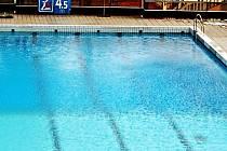 Bazén hotelu Thermal je sice pěkný, s čistou vodou, ale lidé se v něm nekoupou.