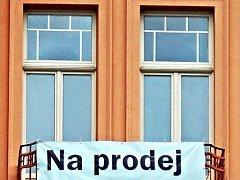Typické oznámení na mnoha karlovarských domech.