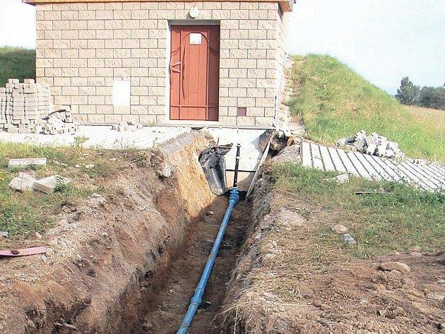 Výstavba přivaděče v Dražově pomůže zlepšit na jaře kvalitu pitné vody.
