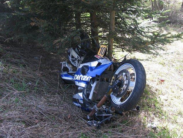 Nehoda motocyklu na silnici č. I/6 u Karlových Varů