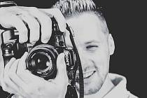 Teď pracujeme hlavně na kulturních akcích. Já jsem převážně za zvukařským pultem, případně za kamerou či za fotoaparátem.