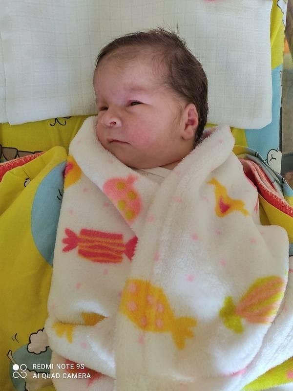 Kristýnka Bihariová (3590 g, 48 cm) se narodila 12. července 2021 v 1:30 hodin v Sokolovské nemocnici. Z narození své holčičky se moc radují tatínek Richard Bihari a maminka Edita Žahourková. Kristýnka je jejich srdíčko.