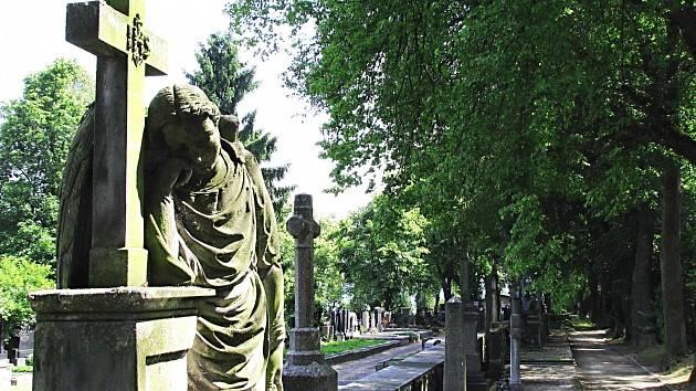 Hřbitovy chystají jejich správci na nápor při Památce zesnulých.