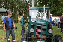 Traktory v Boru absolvovaly pouze defilé, včetně Škody 30 Romana Hillitzera. Dětem to ale nevadilo.