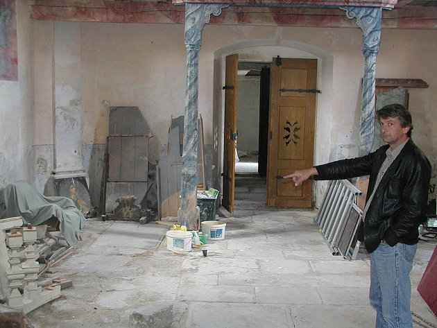 Oprava hřbitovní kaple v Horní Blatné by měla pokračovat i letos. Právě zde by v budoucnu měla být galerie, kde by byly vystaveny obrazy, které jsou dosud umístěny ve věži kostela.