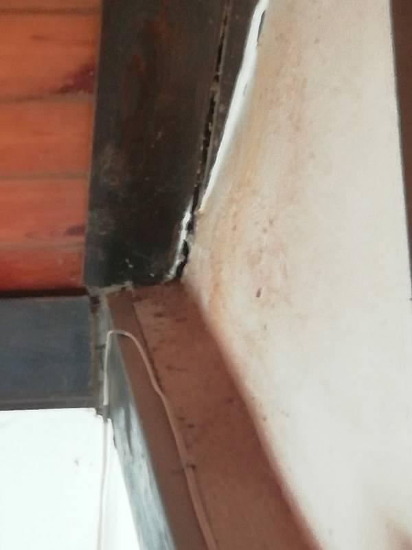 V některých domech se objevily praskliny.