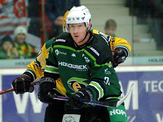 Hokejisté HC Energie (vzeleném) hostili Vsetín.